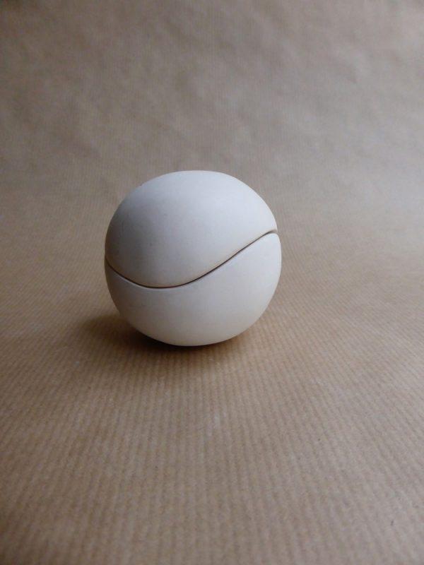 1 sculpture de poche Boule dans boule blanche 2014