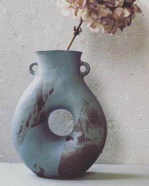 Vase -Trou- grès roux émail gris-bleu recto 2021
